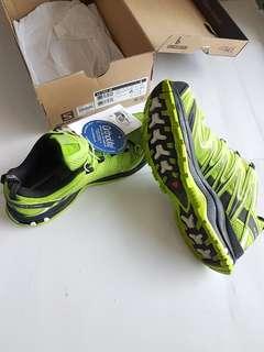Brand new Salomon XAPro 3D trekking trail running shoes size US 9