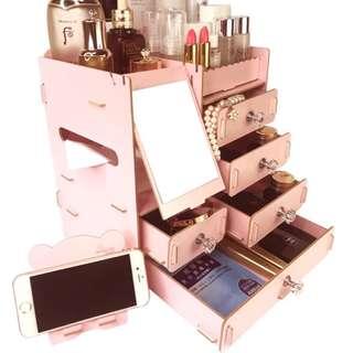 🚚 Make up organiser in pink wood