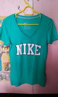 Nike slimfit v neck cut tshirt