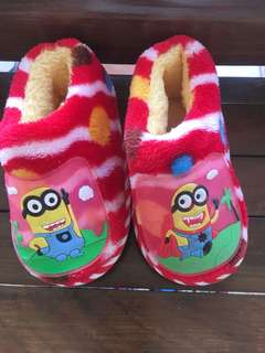 Baby winter minion shoe