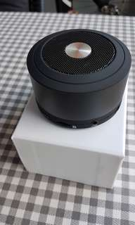 Bluetooth speaker (portable, with charging cable)