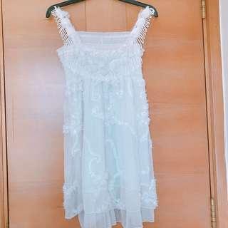 白色碎花裙 White Floral Dress