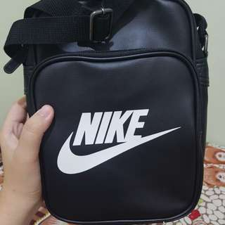 Nike Heritage Sling Bag