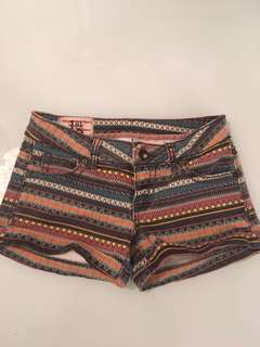 Patterned short shorts