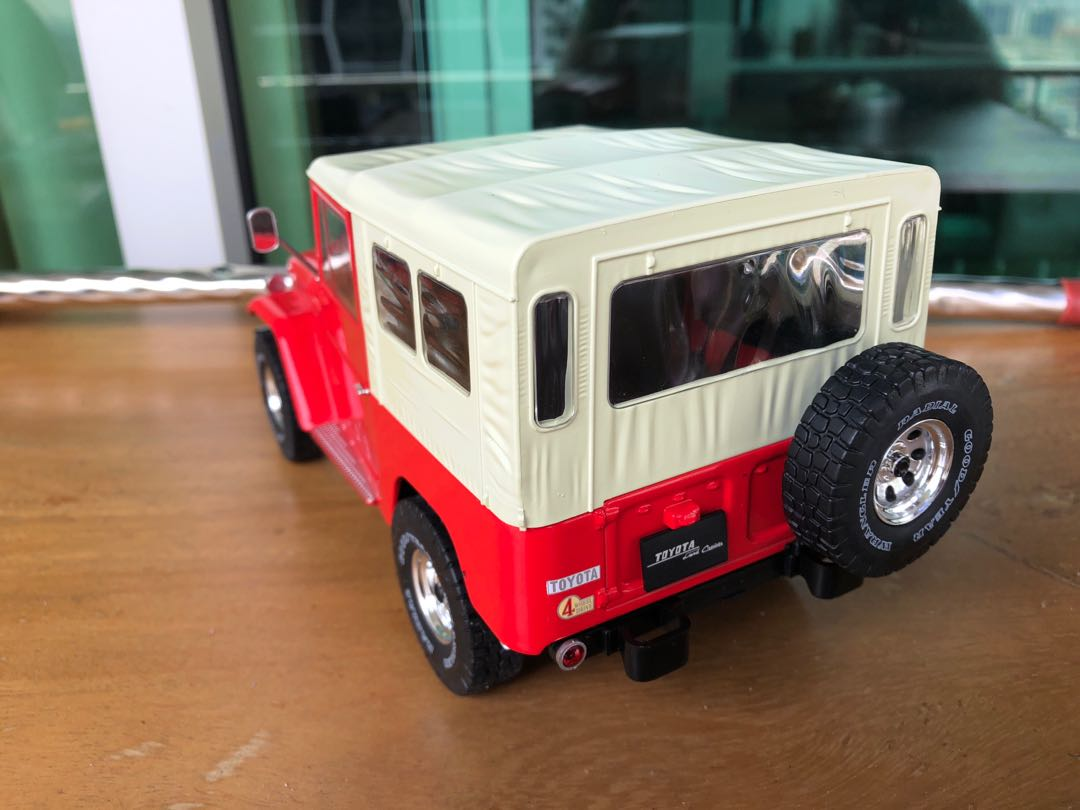1:18 Triple9 Toyota Land Cruiser FJ40 Red