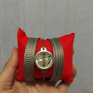 Jam tangan gelang