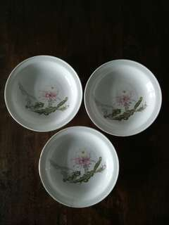 Old vintage collectable plates