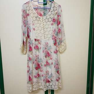 Chiffon floral dress with lining