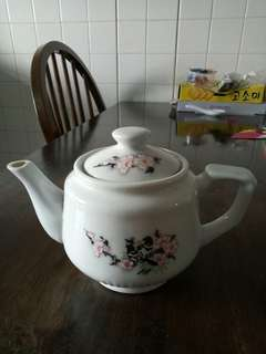 Old vintage collectable tea pot