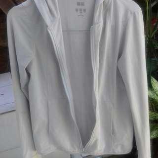 Jaket putih uniqlo