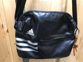 Adidas小童斜揹袋