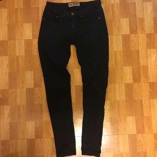 黑色 窄管牛仔褲