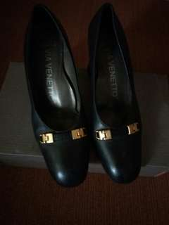 Via Venetto Leather Shoes for Women