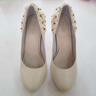 """Pazzion Size 38 Ivory 4"""" Heels"""