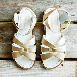 Saltwater sandals in gold.
