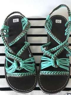 Weaved sandals
