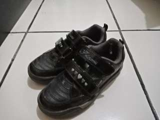 Sepatu anak anak
