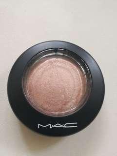 MAC mineralize skinfinish ( soft & gentle)