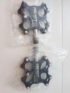 Mtb pedal titanium axle