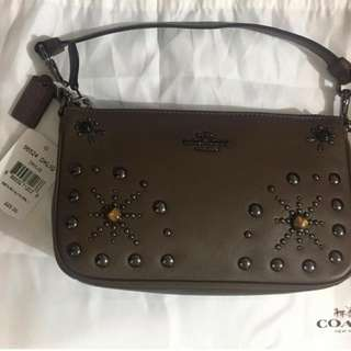 Coach 56524 手提包 Coach 56524 手提包 塵袋 NOLITA WRISTLET 19 IN GLOVETANNED LEATHER WITH WESTERN RIVETS