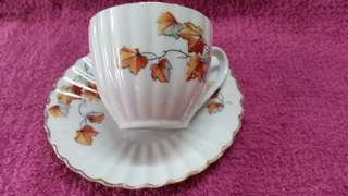 4 sets pretty vintage hand painted cup & saucer