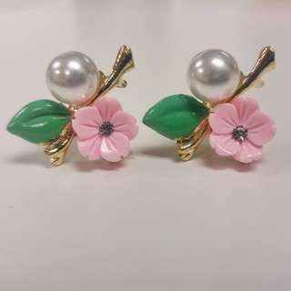 Pink flower with pearl earrings