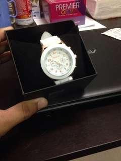 Jam style putih
