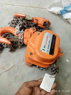 3 tonne chain block ( almost new)