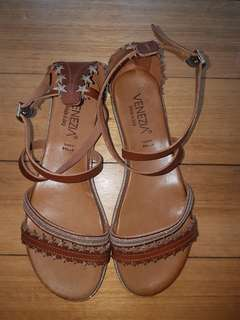 Tan Leather sandals size 38