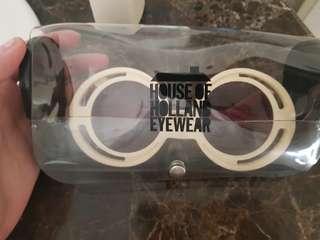 Kacamata hitam dan tali
