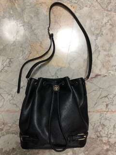 Authentic Tory Burch Robinson Bucket Bag in black saffiano leather