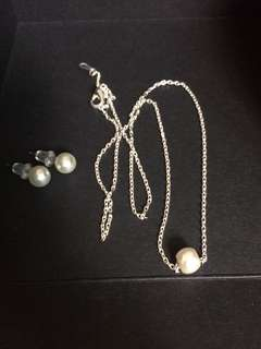 Silver pearl necklace and earstud