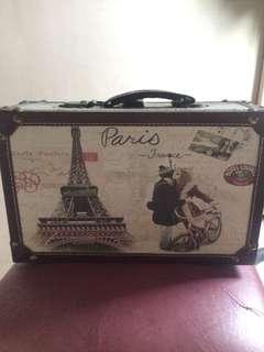 EGG suitcase