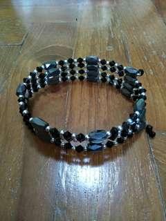 Magnetic bracelet / necklace