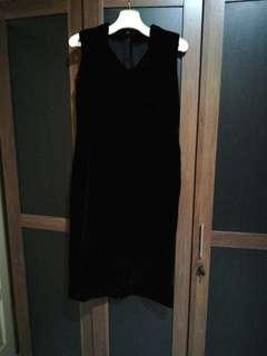 Black dress bludru