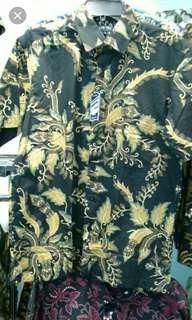 kemeja batik ready ukuran M & L ... bahan adem enak di pakai .