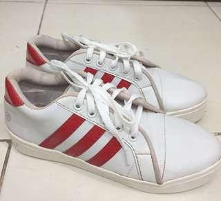 Sepatu hits