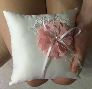 Pretty and elegant ring pillow
