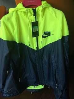 全新 Nike lab x Sacai 風褸