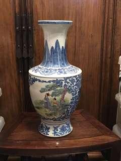舊仿青花加彩人物花瓶(景徳鎮製)