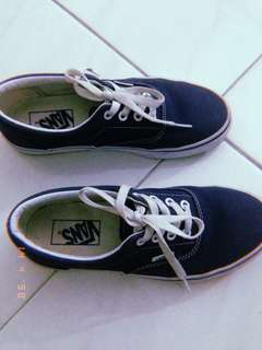 Preloved Vans Era Navy Size 5,5 Feel like new