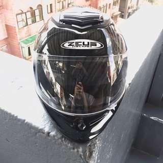 🚚 [二手]Zeus 卡夢全罩式安全帽