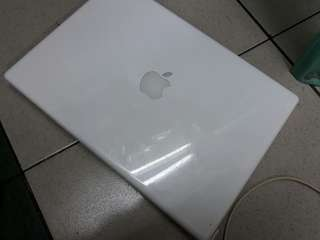 Macbook White Core 2 duo 3gb ram 120gb