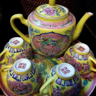 Tea pot set (Peranakan chinese)