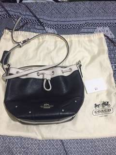 Preloved authentic coach bucket sling bag