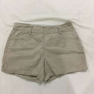 Side button Beige shorts