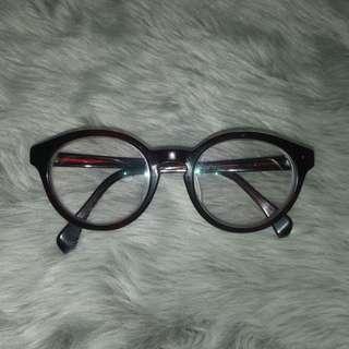 Kacamata Hitam Bulat Oval