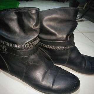 Boots size 41