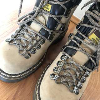 Hiking boots brand newer