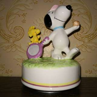 Vintage ceramic snoopy music box
